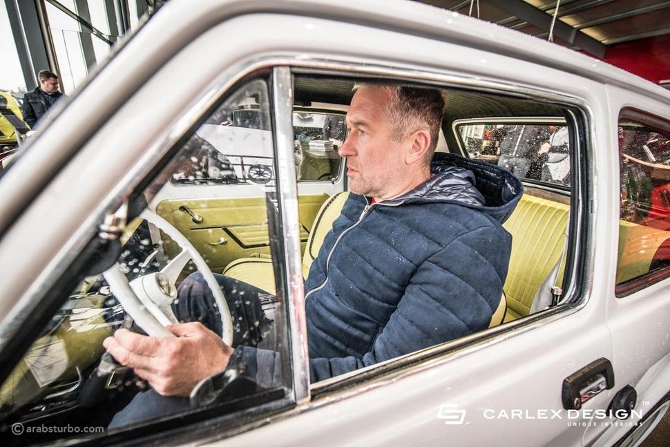هذه هي سيارة توم هانكس الجديدة فيات 126p معدلة وحيدة في العالم