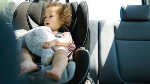 3  أخطار تهدد حياة طفلك إذا تركته في السيارة