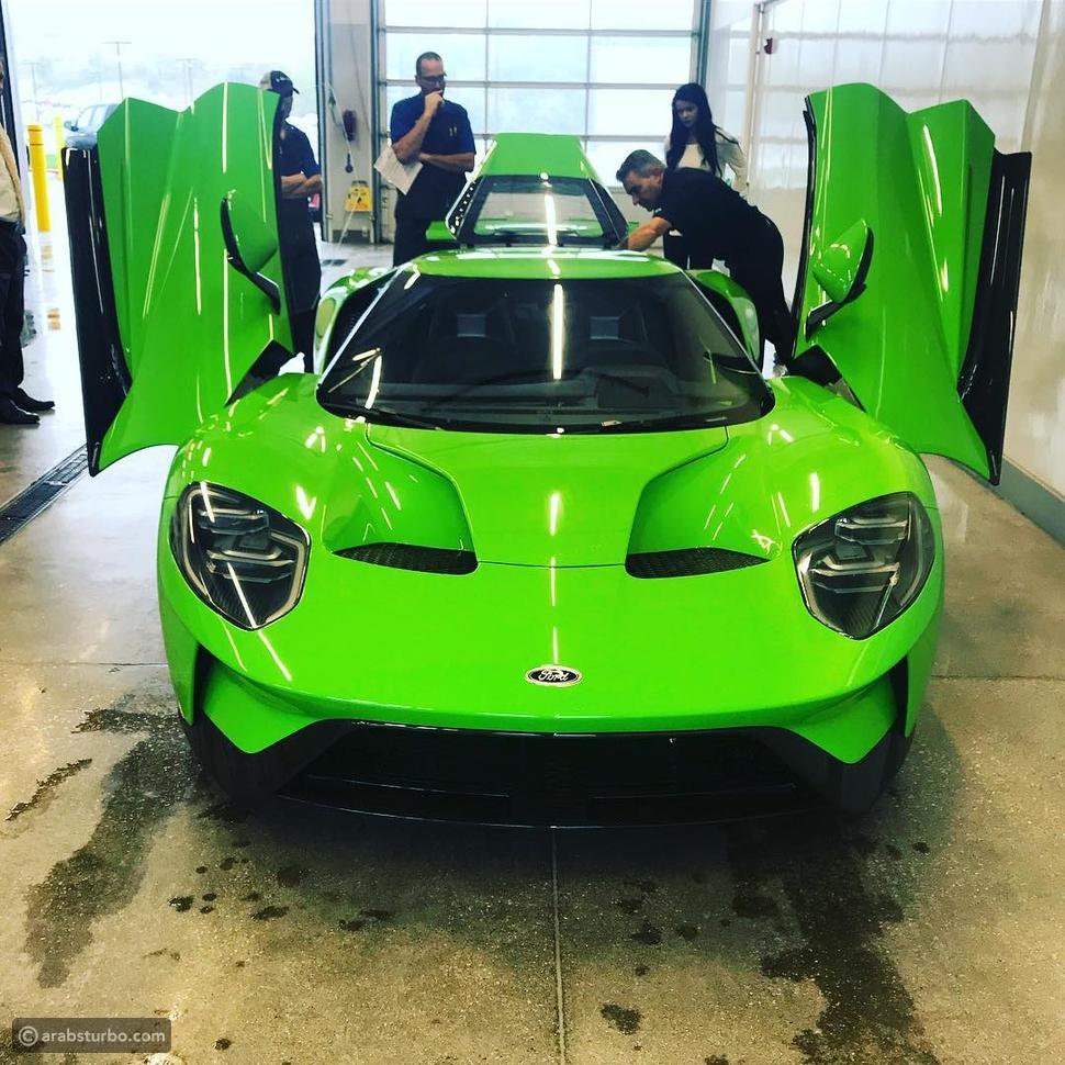 فورد GT الخارقة تحصل على لون Verde Mantis الخاص بسيارات لمبرجيني
