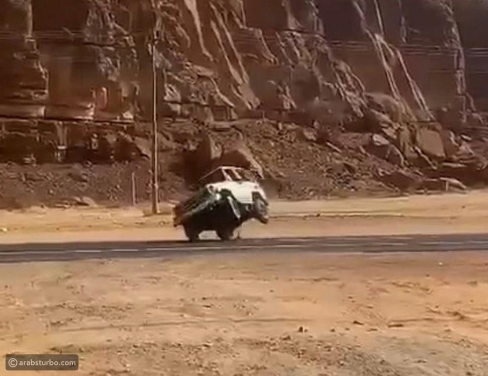 المرور السعودي يضبط قائد سيارة يمارس التفحيط في العلا