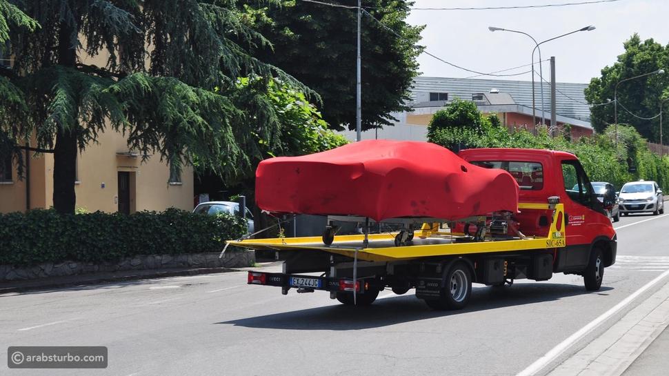 صور: هل هذه السيارة المختبئة تحت الغطاء هي لافيراري سبايدر؟
