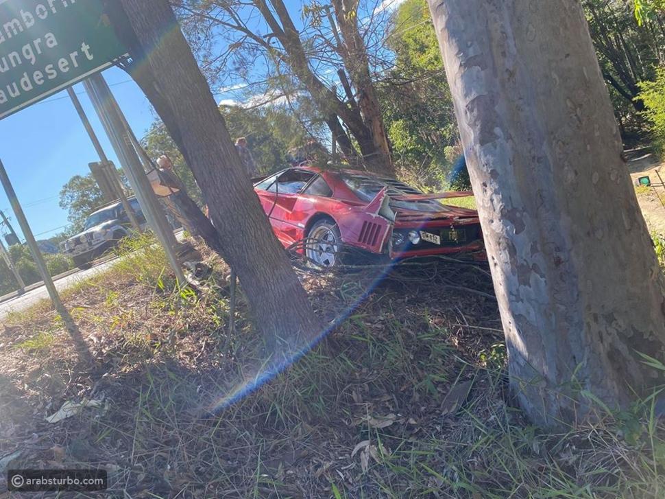 فيراري F40 النادرة تتحطم في حادث مؤسف
