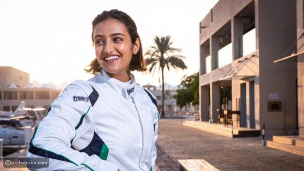 أول سعودية تشارك في بطولة لسباقات السيارات
