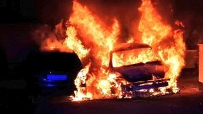حريق ضخم يدمر 2000 سيارة مستعملة دفعة واحدة