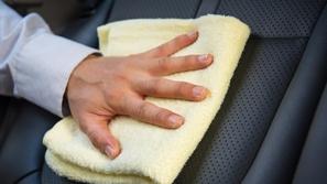 5 خطوات تضمن نظافة مقاعد سيارتك الجلدية