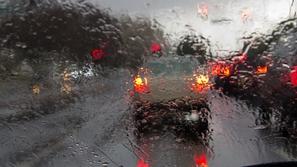 6 نصائح قبل أن تفكر في قيادة سيارتك تحت الأمطار