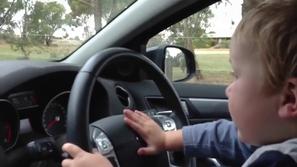سائق عمره 5 سنوات كاد يتسبب في كارثة