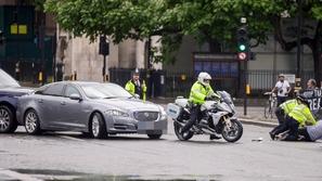 رئيس وزراء بريطانيا يتعرض لحادث مفاجئ