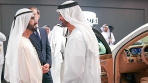 قادة الإمارات يتفقدون سيارة فلاديمير بوتين الرئاسية!