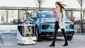 تعرف على كارل: الروبوت الجديد شاحن السيارات الكهربائية