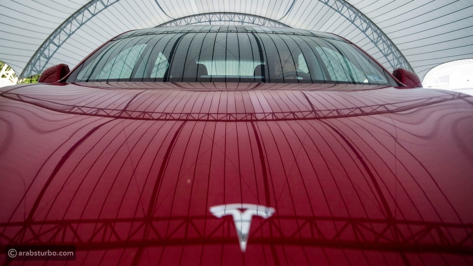 خلل سيارات تيسلا يوقفها أمام برجر كينج تلقائياً