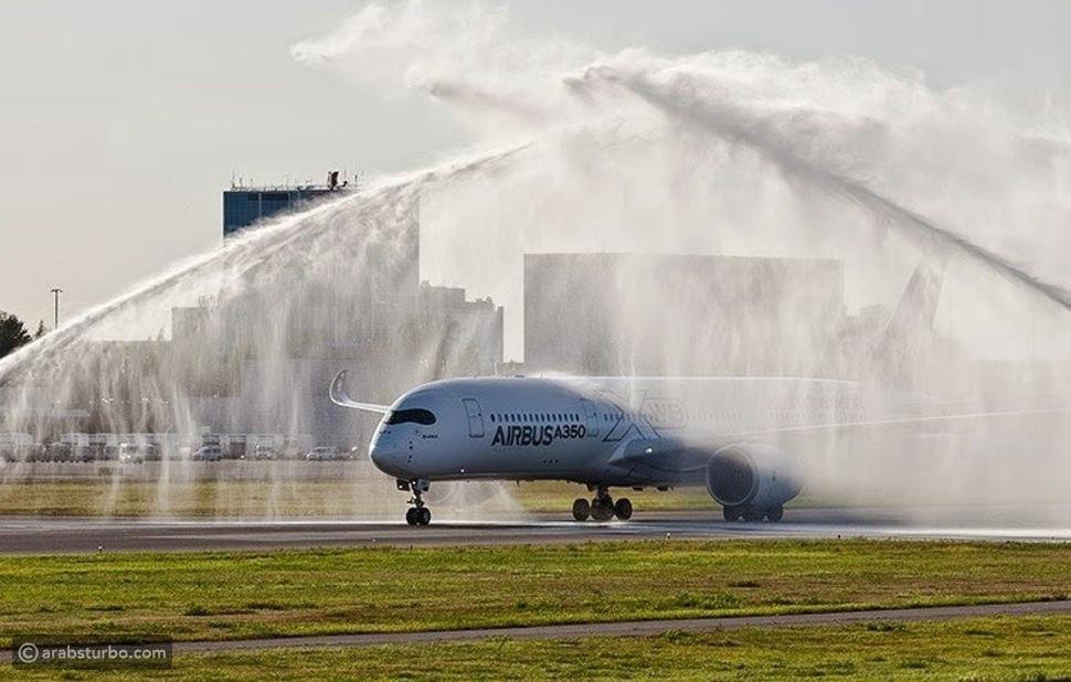 لماذا يتم رش بعض الطائرات بالماء بعد هبوطها؟