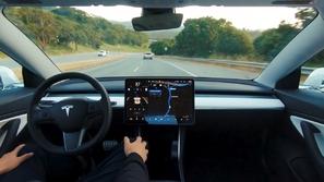 تيسلا ترفع أسعار نظام القيادة الذاتية بسياراتها