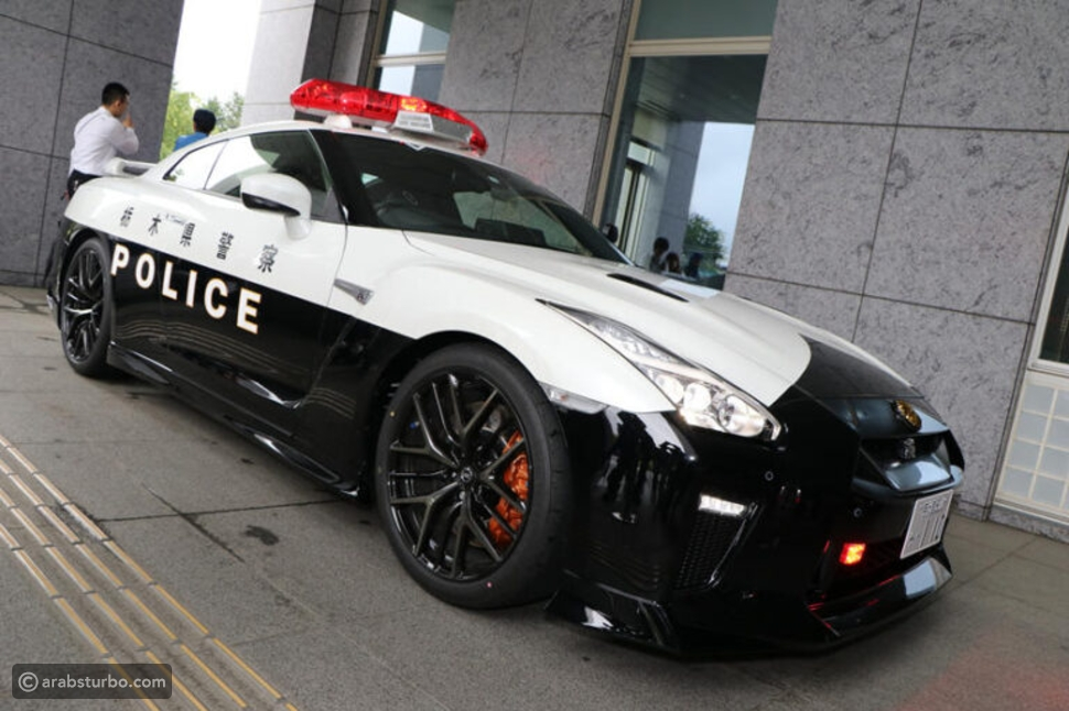 لكزس LC كوبيه تساعد الشرطة اليابانية في القبض على المجرمين
