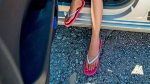 خطورة ارتداء الشبشب أثناء القيادة في الصيف