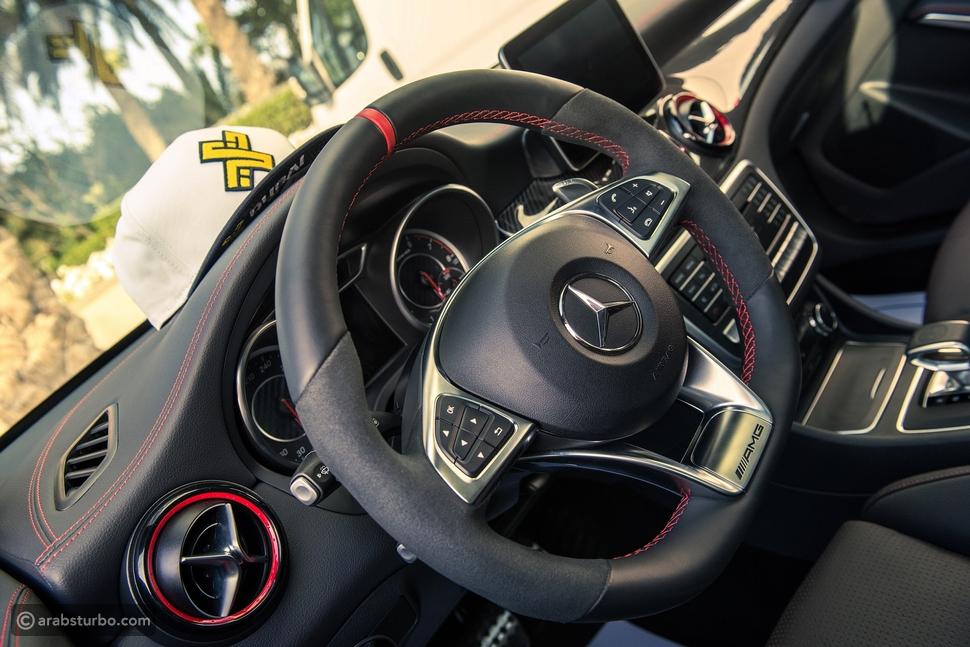 خيارك يحدد مغامرتك القادمة مع سيارات مرسيدس-بنز المدمجة