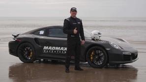 صور بورش تيربو 911.. الأسرع في العالم على الرمال