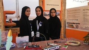 طالبات إماراتيات يبتكرن جهاز يمنع حوادث القطارات