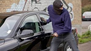 تعرف على أكثر السيارات تعرضا للسرقة