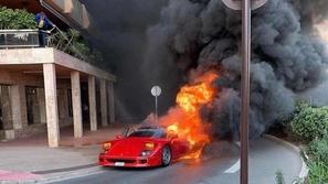بالفيديو.. النيران تلتهم سيارة فيراري F40 النادرة!