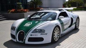شرطة دبي تتميز بأول سيارة دورية 5G