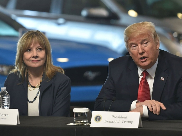 الرئيس دونالد ترامب في اجتماعه مع الرئيس التنفيذي ماري بارا