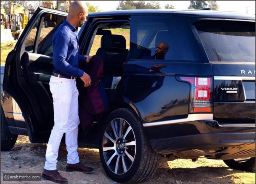 صورة لمحمد رمضان مع سيارة لاند روفر تشعل مواقع التواصل