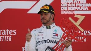 فورمولا 1: بطل العالم يفوز ويتصدر