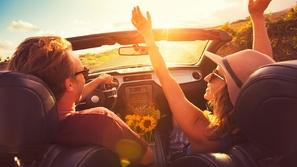 كيف تعتني بسقف سيارتك المكشوفة قبل الصيف؟
