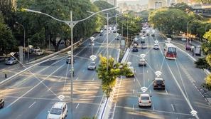 العلاقة بين سرعة الإنترنت والسيارات