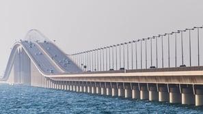 تعليق الرحلات الدولية على جسر الملك فهد مستمراً