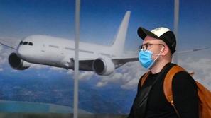 بالفيديو: هروب طيار ومساعده خوفا من كورونا
