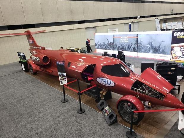 تم إعادة تصميم الطائرة الخاصة، للتحول إلى سيارة ليموزين مرخصة للسير