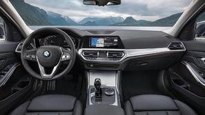 فيديو.. كيفية شحن وحدات اللاسلكي في طرازات BMW