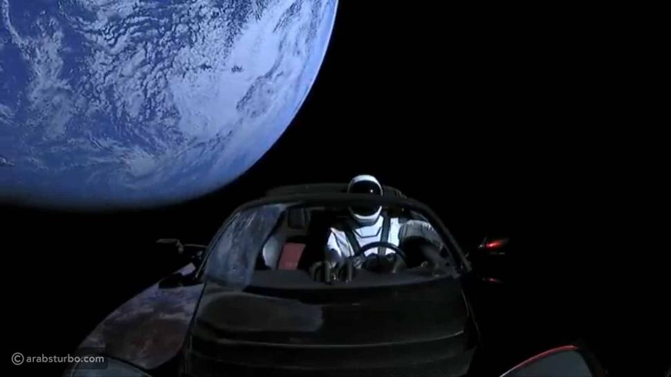سبيس إكس تطلق أقوى صاروخ في العالم نحو المريخ محملاً بسيارة تيسلا