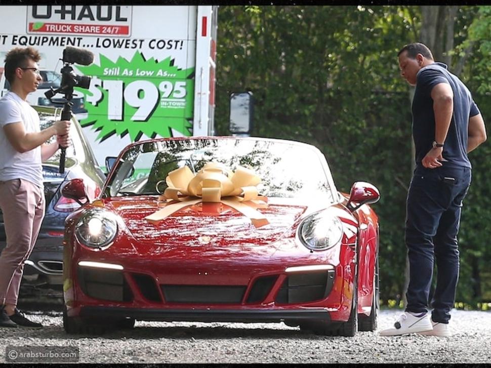 بالفيديو بعد 25 عام: جينيفر لوبيز تقود سيارة للمرة الأولى