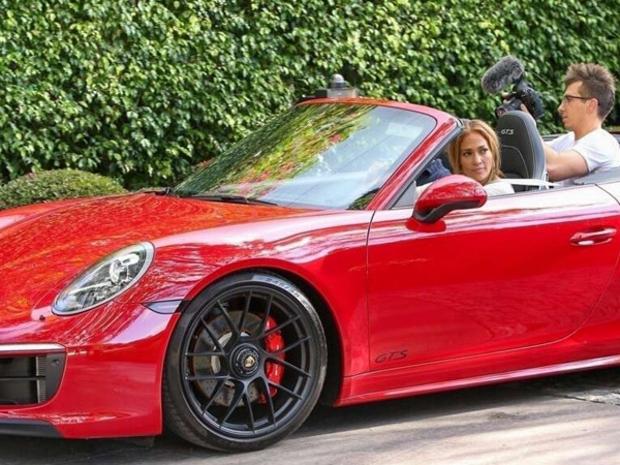 بورشه حمراء اللون من طراز 911  كاريرا GTS