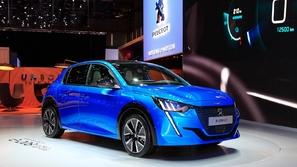 بالفيديو.. الظهور الرسمي لأول سيارة كهربائية من بيجو