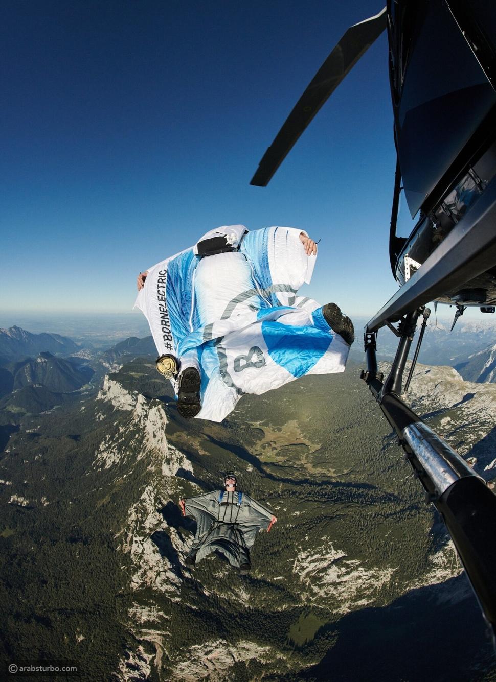 بدلة طائرة من بي إم دبليو تحلق بسرعة هائلة