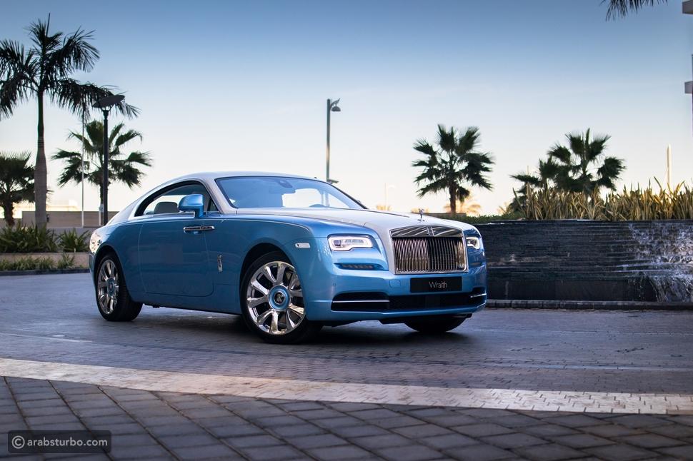 فيديو: سيارات استثنائية من Rolls Royce في دبي