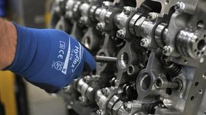 فيديو.. تعرف على مراحل صناعة محرك W12 الخارق