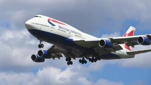 شاهد.. هبوط فاشل لطائرة يثير الذعر بين الركاب
