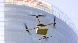 بالفيديو ...بدء استخدام الطائرات دون طيار في خدمات التوصيل