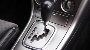 ماذا يحدث للسيارة في وضعية الـ P أو R أثناء القيادة؟