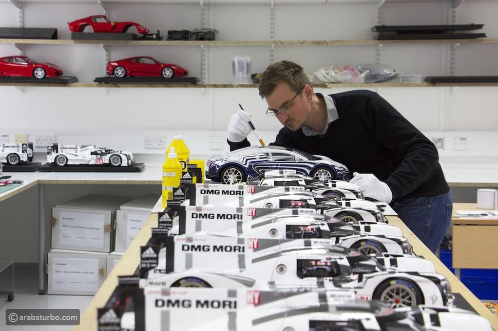 بالصور والفيديو.. نماذج مصغرة لسيارات بـ150 ألف دولار
