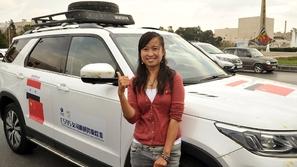 بالفيديو.. شابة تزور 60 دولة بسيارة صينية