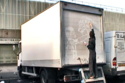 بالصور: فنان يحوّل الشاحنات المتسخة إلى لوحات فنية رائعة
