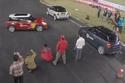 بالفيديو والصور: تحطيم الرقم القياسي العالمي للاصطفاف الأفقي بين سيارتين