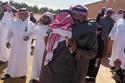 صور سعوديين يهدون والدهم سيارة نيسان باترول في عيد الأم
