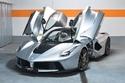 صور: جلسة تصوير ستذهلك لسيارة فيراري لافيراري فضية اللون